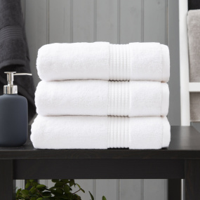 Lyndon Company Poloma White Bath Towel